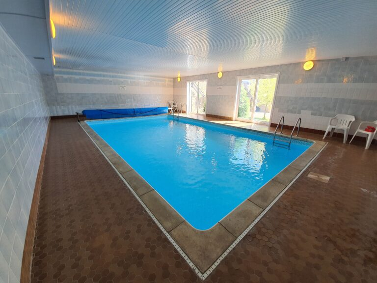 swimming pool, holiday cottage with a pool, self catering holiday cottage with a pool, self catering, swimming pool, indoor heated pool